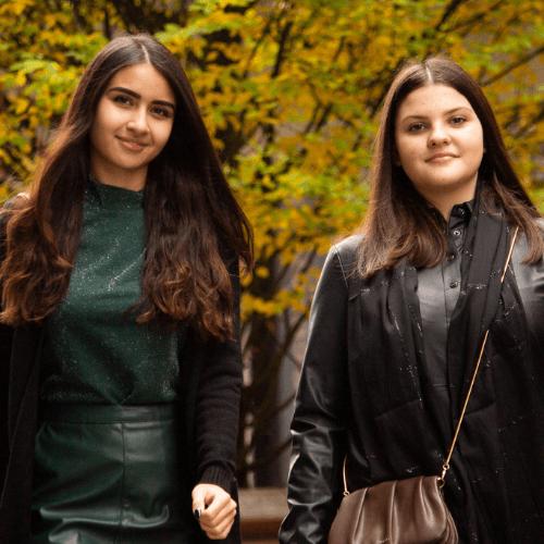 Lederimitate: Schimmernde Highlights im Herbst